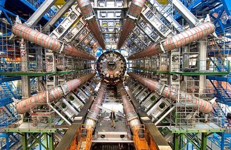 Materialisierter menschlicher Größenwahnsinn: Milliarden an Forschungsgeldern flossen ins CERN in Genf. Doch die wahre Revolution findet wieder einmal in der Garage eines Tüftlers statt (Bildquelle: http://www.prometeon.it)
